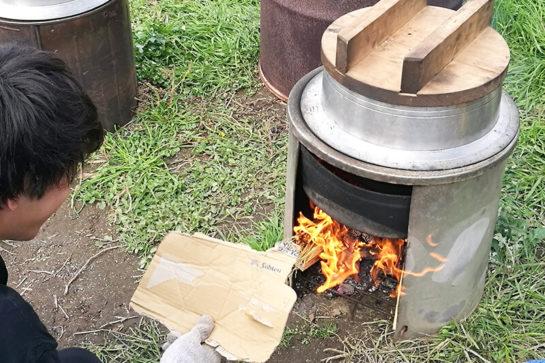 羽釜でご飯を炊き上げる